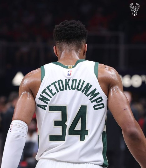 Giannis Antetokounmpo injury update: Bucks star to have MRI after hyperextending knee, per report